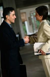 Aller chercher les clients peut se faire physiquement, en personne ou par l'intermédiaire des outils PUSH.